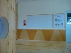 掲示板の下の腰壁、施工は難しそうですね~